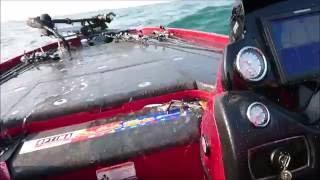 琵琶湖バスボート、うねりプラス大型船の引き波 NITROZ21 thumbnail