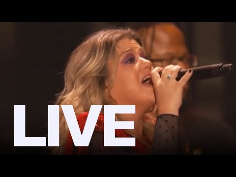 Kelly Clarkson Performs 'Respect' For Aretha Franklin | ET Canada LIVE Mp3