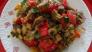 Салат с запечённых баклажанов и перца. Вкусный баклажанный салат с помидорами и луком.