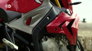 Naked Bike: BMW S 1000 R | Drive it!(The S 1000 R sees BMW unleashing a new beast onto the streets.The Dynamic Roadster, as it's labeled, is based on the S 1000 RR superbike. The new naked ..., 2014-01-08T08:17:04.000Z)