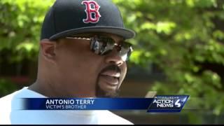 Shop owner fights back against robber, shot dead