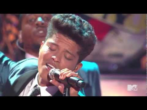Bruno Mars Valerie - Amy Winehouse Tribute VMA's 2