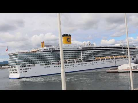 Cruise ship leaving port of Oslo