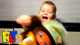 ✨ Чебурашка и малыш – ляпы  / Toy Cheburashka bloopers(Однажды мы снимали ролик про чебурашку (https://youtu.be/VoikPTRD4EU). Но не все было гладко. Во время сьемок чебурашка..., 2015-10-27T10:16:16.000Z)