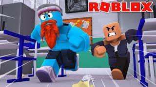 ESCAPING LITTLE LIZARD HIGH SCHOOL - Sharky Gaming | Roblox