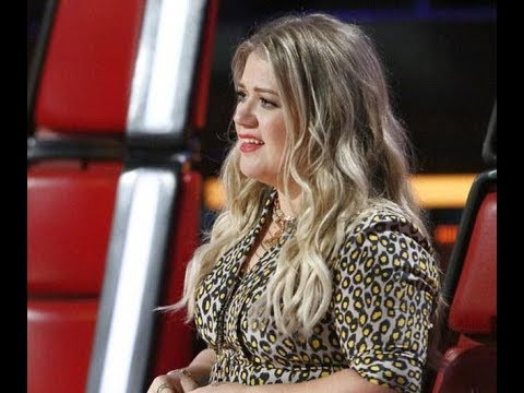 The Voice Kelly Clarkson weeps as Noah Mac rehearses