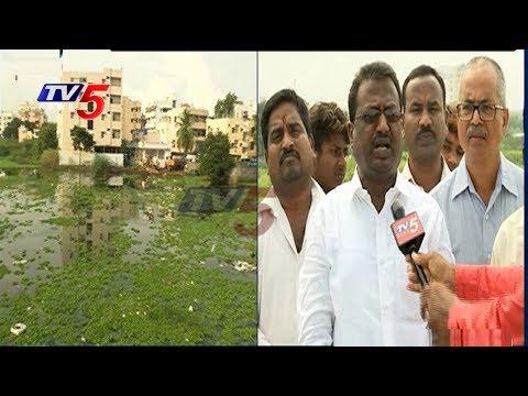 హైదరాబాద్ లో నీటిలో నానుతున్న భవనాలు !!   Hyderabad Colonies Still Inundated in Rainwater   TV5 News