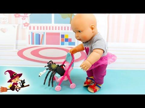 La Doctora Bebé Cuida de su Amiguita Araña