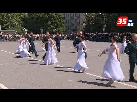 Молодые лейтенанты выпустились из череповецкого военного училища
