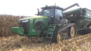 Video John Deere S690 Combine on Tracks with 16 Row Corn Head download MP3, 3GP, MP4, WEBM, AVI, FLV November 2017