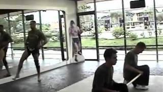 professor de muay thai passa vergonha