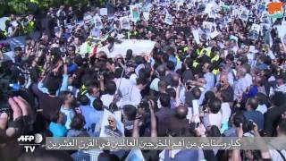 بالفيديو.. الإيرانيون يودعون السينمائي كياروستامي