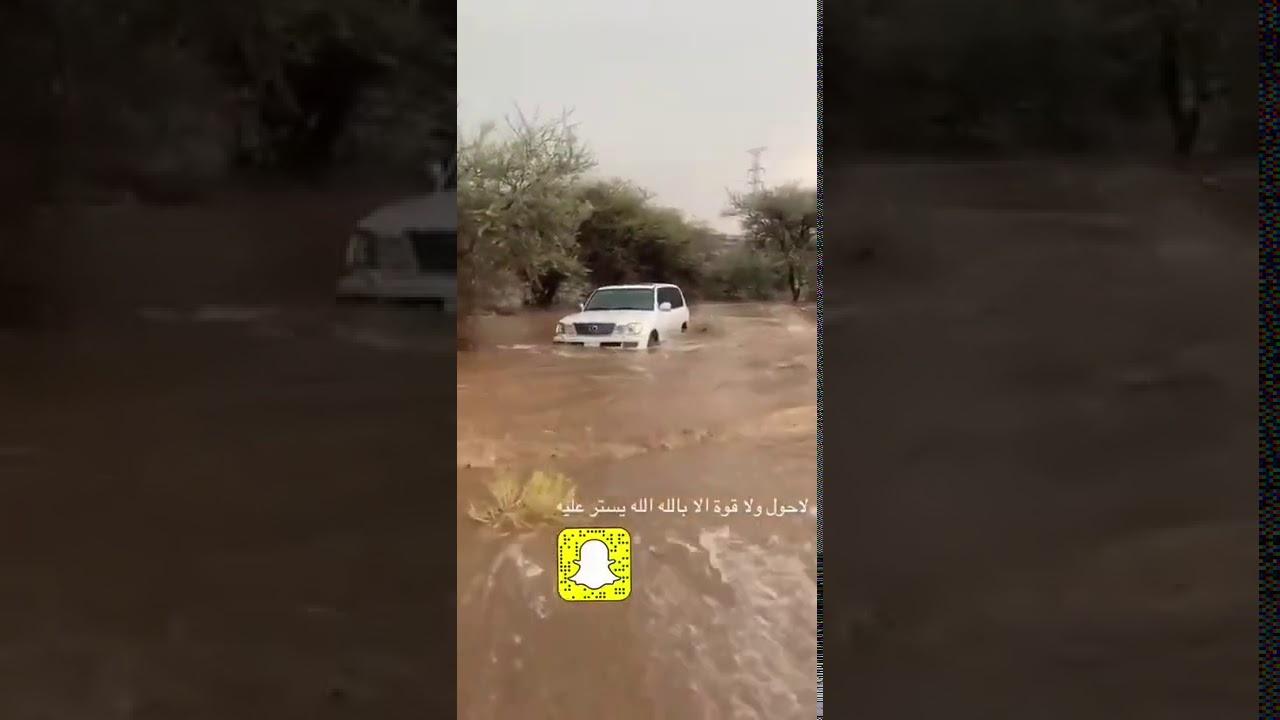 سيارة جيب جرفها السيل مع سائقها في الطائف