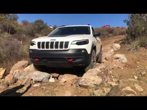 2019 Jeep Cherokee Trailhawk First Dirt Review - YouTube