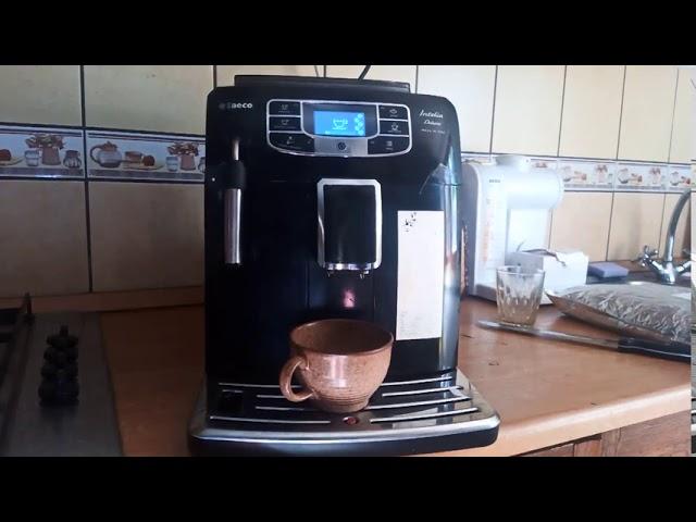 Saeco Intelia deluxe automata kávéfőzővel kávéfőzés.