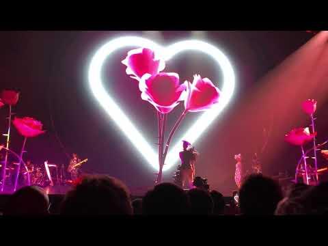KATY PERRY | Déjà Vu [Live At Paris WITNESS THE TOUR 2018]