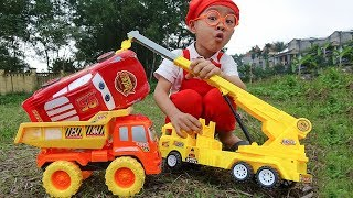 Funny children's kindergarten car toys Lightning Mcqueen rescued by Crane truck & Dump Truck