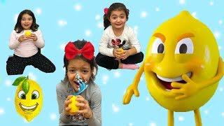 KIZLARLA ŞAKACI LİMONLAR OYNADIK, GÜLMELERE DOYAMADIK - Comedy for Kids  The Funniest Kids Videos