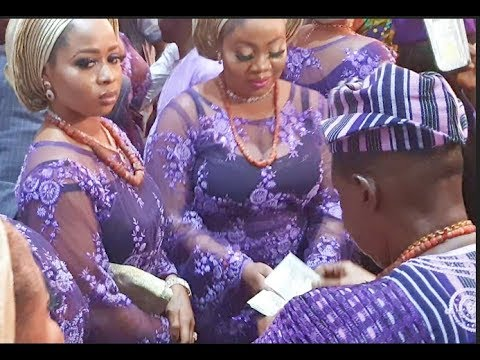 See Alaafin of Oyo sprays money on his wife and his children as Sunny Ade performs on his birthday