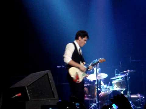 John Mayer Trio - NYE 2009 - California Dreaming Solo