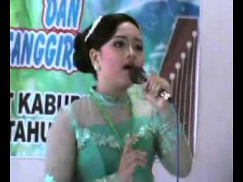 Juara 1 lomba nyanyi tunggal Putri FLS2N Kab. Sumedang 2016 Pupuh Wirangrong dan Maskumambang