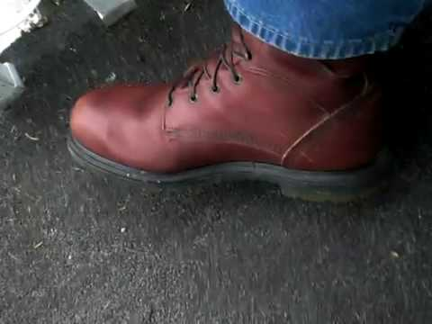 Red Wing boot wiggling - YouTube