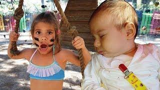 Oyun parkı eğlenceleri. Bebek ile parkur challenge