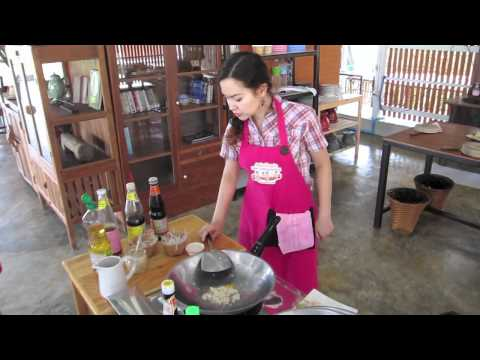 Asia Scenic Thai Cooking School – How to cook Pad Thai