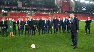 Президент Турции принял участие в открытии нового стадиона имени Гюрселя Акселя в городе Измир