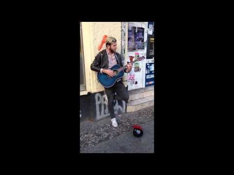 Streetmusician sings - Original singer comes along and joins him
