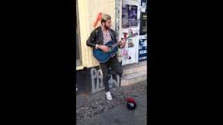Streetmusician sings - Original singer comes along and joins...