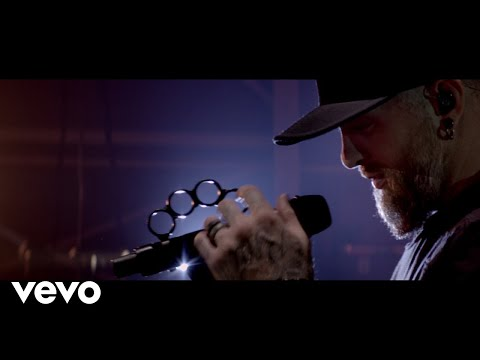Смотреть клип Brantley Gilbert - Fire't Up