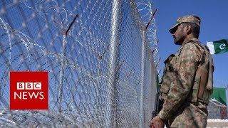 Pakistan border fence causes controversy - BBC News