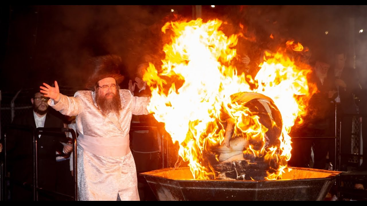 """Veretzky Rebbe Lag Ba'omer Hadlukah in Williamsburg - 2018  ל""""ג בעומר הדלקה ווערעצקי בוויליאמסבורג"""