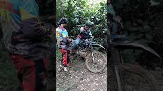 Download Video [LUCU]Kesetrum saat menghidupkan motor yang banjir sehabis jatuh. MP3 3GP MP4