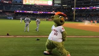 SEA@HOU: Orbit and Morrison dance before the game