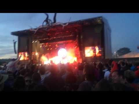 Mark Ronson and Mary J Blige - Uptown Funk - Glastonbury 2015