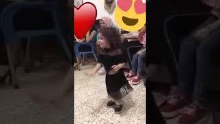 طفلة صغيرة مهضومة ترقص على اغنية قنصتني الشوكولاتة 😍/ الوصف مهم 🔥👇👇