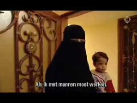 Saudi Wife Shows us into her Home (part 1)
