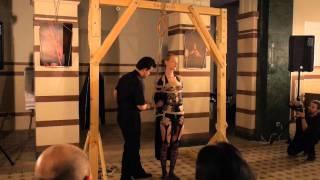 Шибари изпълнение наживо в музея на София - BDSM.bg