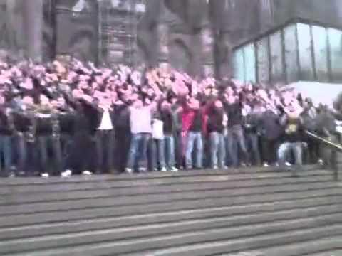 Kölner Szenemob vor Leverkusen Spiel