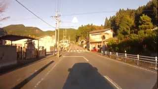 近くのコンビニサークルKからのカンチ&リカの柱があるふるさと旅行村ま...