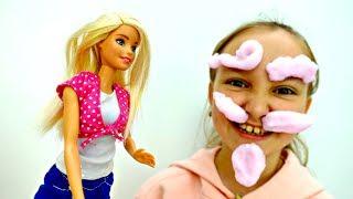 Мультик для девочек с куклами: Барби играет с пеной