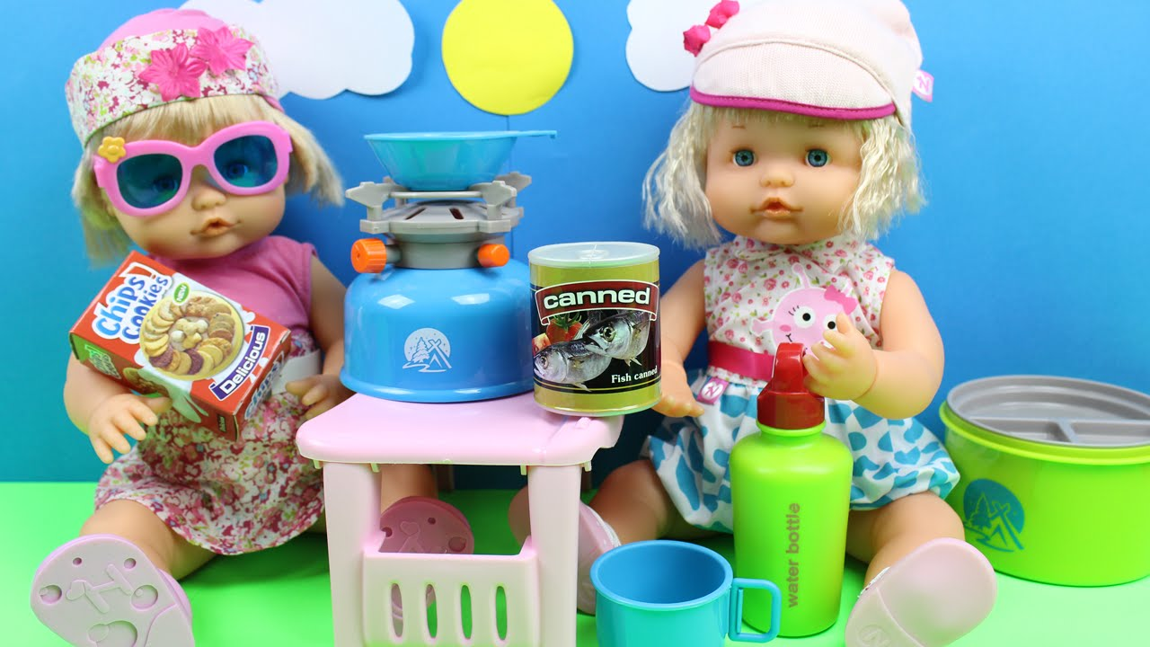 Set con accesorios de camping las beb s nenuco se van de camping juguetes de cocina y - Cocina de nenuco ...