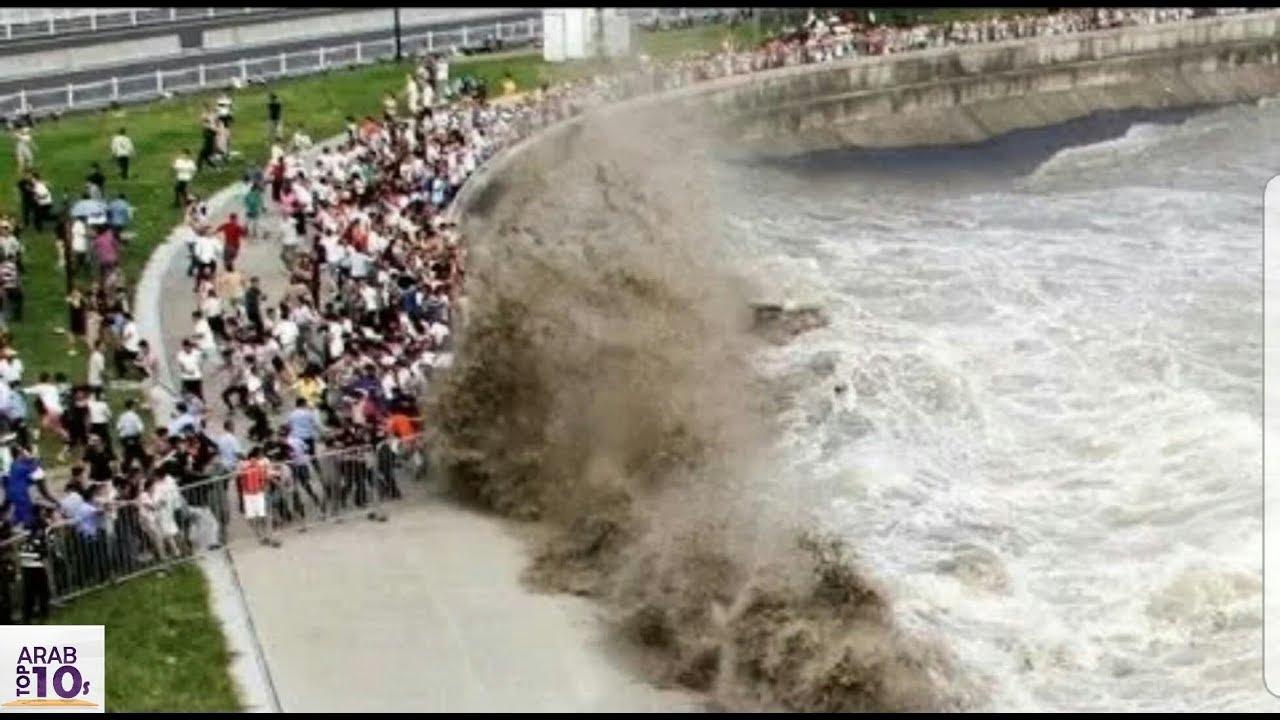 أقوى الأمواج التي فاجأت المصطافين شاهد المفاجأة سبحان الله