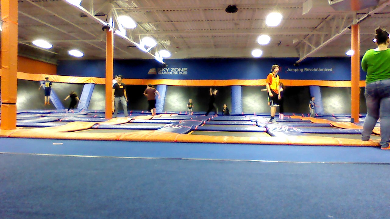 Trampoline room in house - Joey Nina Charlotte Alison Tyler Are At The Sky Zone Trampoline Park Jumping On The Trampoline