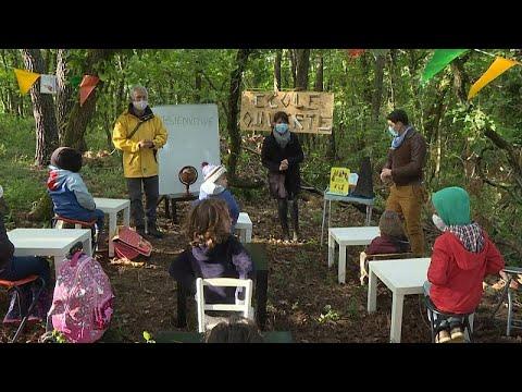 Covid-19: Fransa'da veliler ilkokulların açılmasını 'açık havada eğitim' ile protesto etti