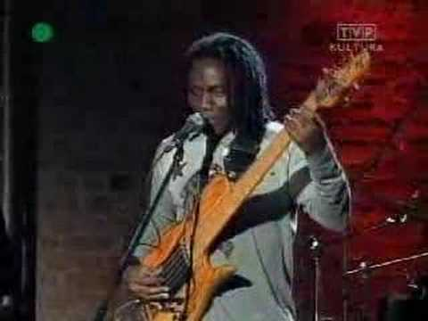 Richard Bona - Very Fast Bass!!