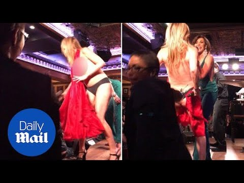 Sonja Morgan loses her dress while singing at LuAnn's Cabaret - Daily Mail