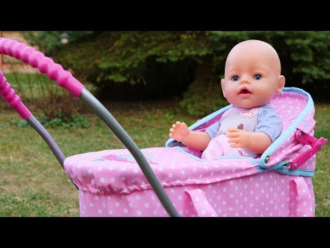 Video con le bambole Nenuco. Passeggiata al parco. Giochi educativi per bambini